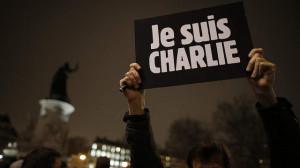 """A Parigi i tre giorni del condor: depravazione politica e solidarietà. """"Moi? Je suis Charlie"""""""
